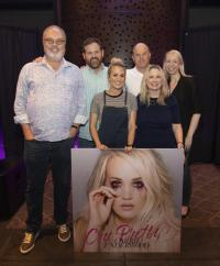 Carrie Underwood Previews 'Cry Pretty' For UMG Nashville Staff